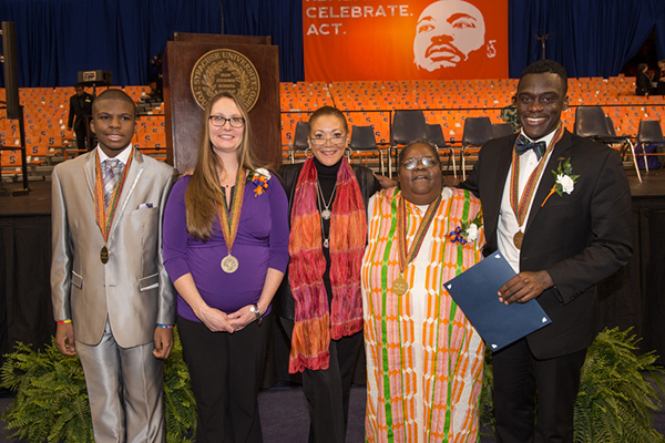 Karaline Rothwell (2nd from left) with MLK dinner keynote speaker Michele Norris (center) and other Unsung Hero honorees (image courtesy Syracuse University, all rights reserved)