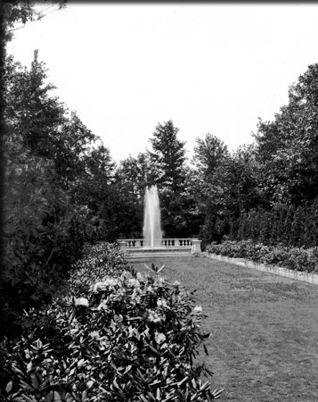 Black and White Tall Fountain