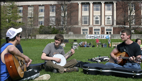 Students with Banjo on Quad